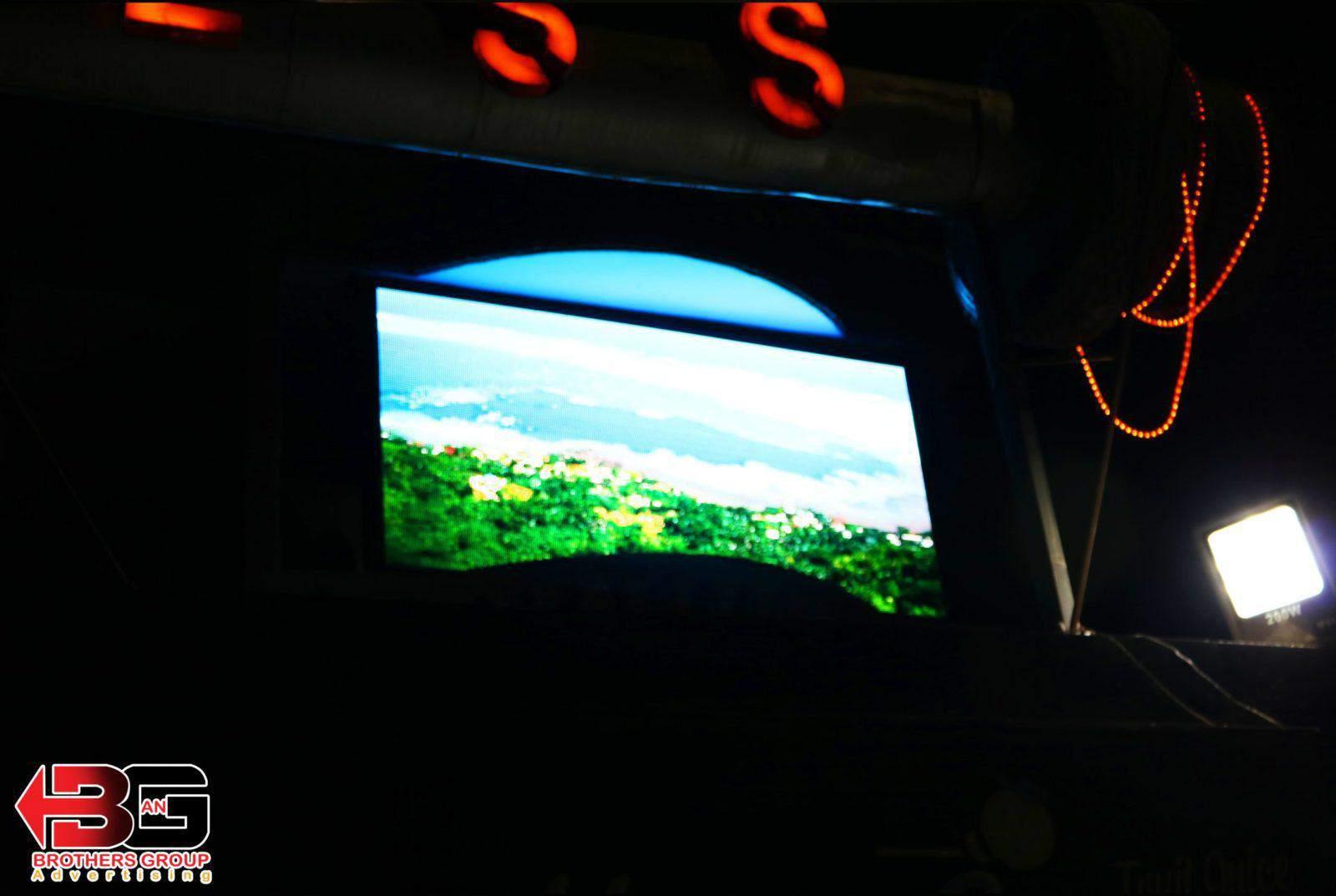 شاشة عرض الكترونية